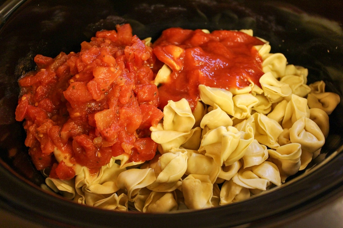 tortellini in slow cooker with tomatoes and tomato sauce
