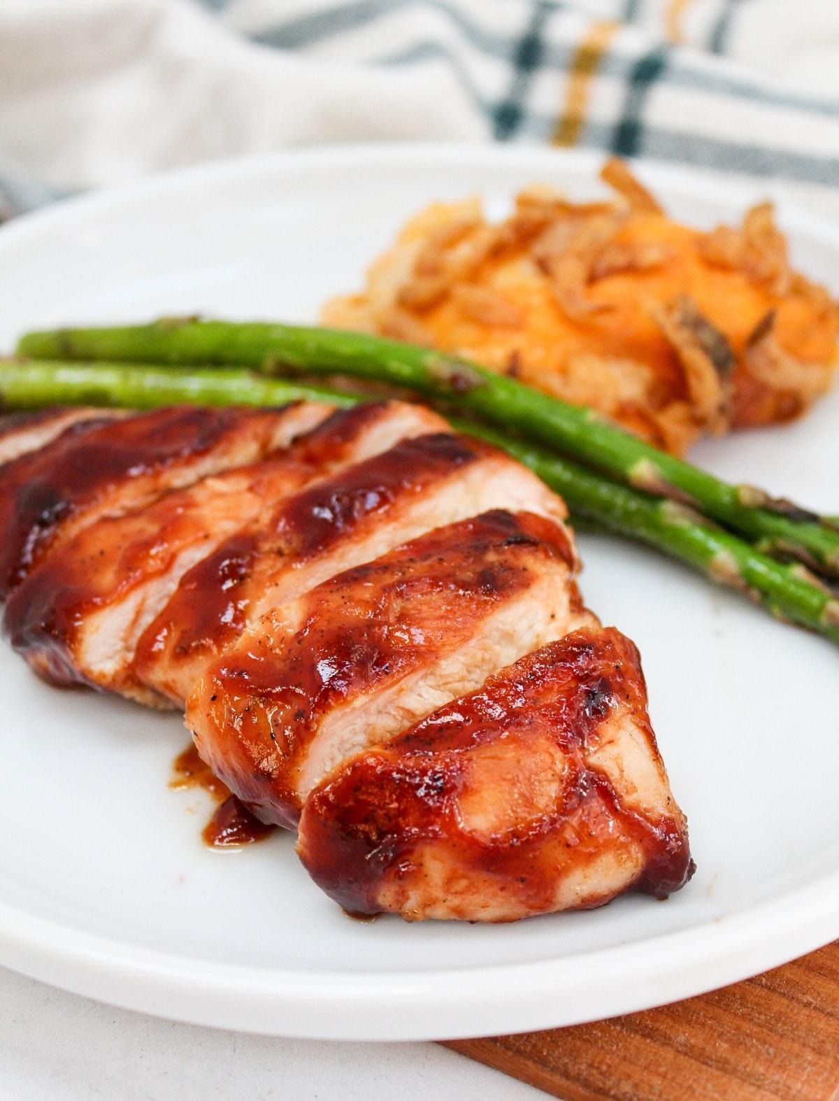 plated sliced bbq chicken