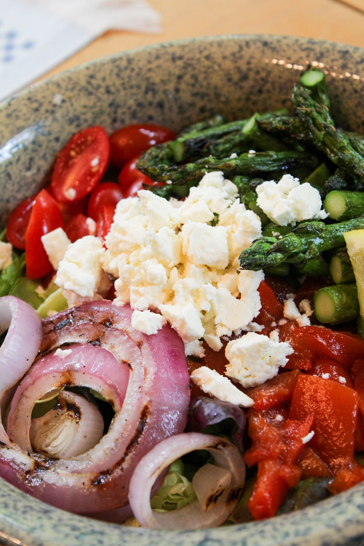 asparagus salad with toppings