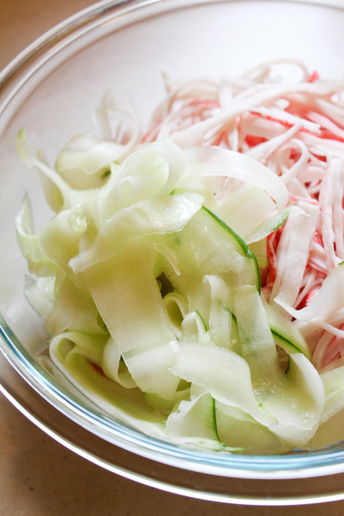 sliced cucumber in bowl